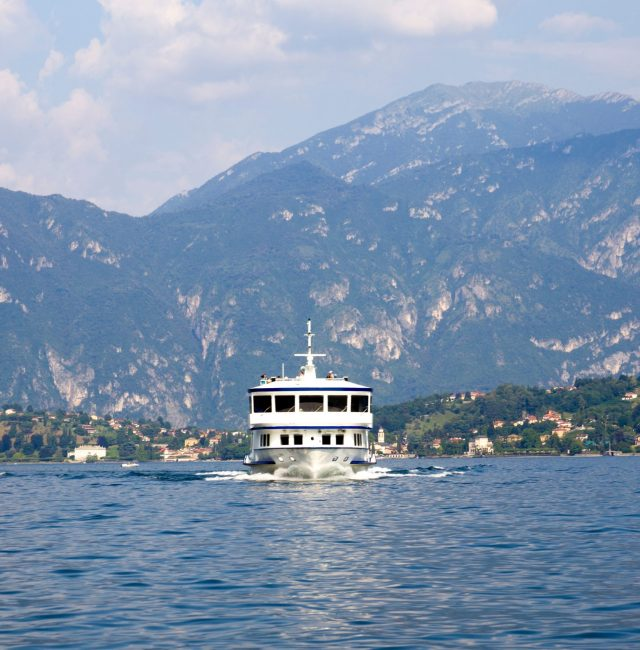 nominated-boat-trip-on-the-beautiful-italian-lake-como-surrounded-by-mountains_t20_4ln1pv